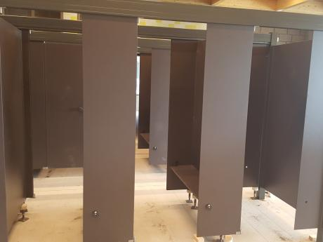 juni 2019: cabines en lockers under construction
